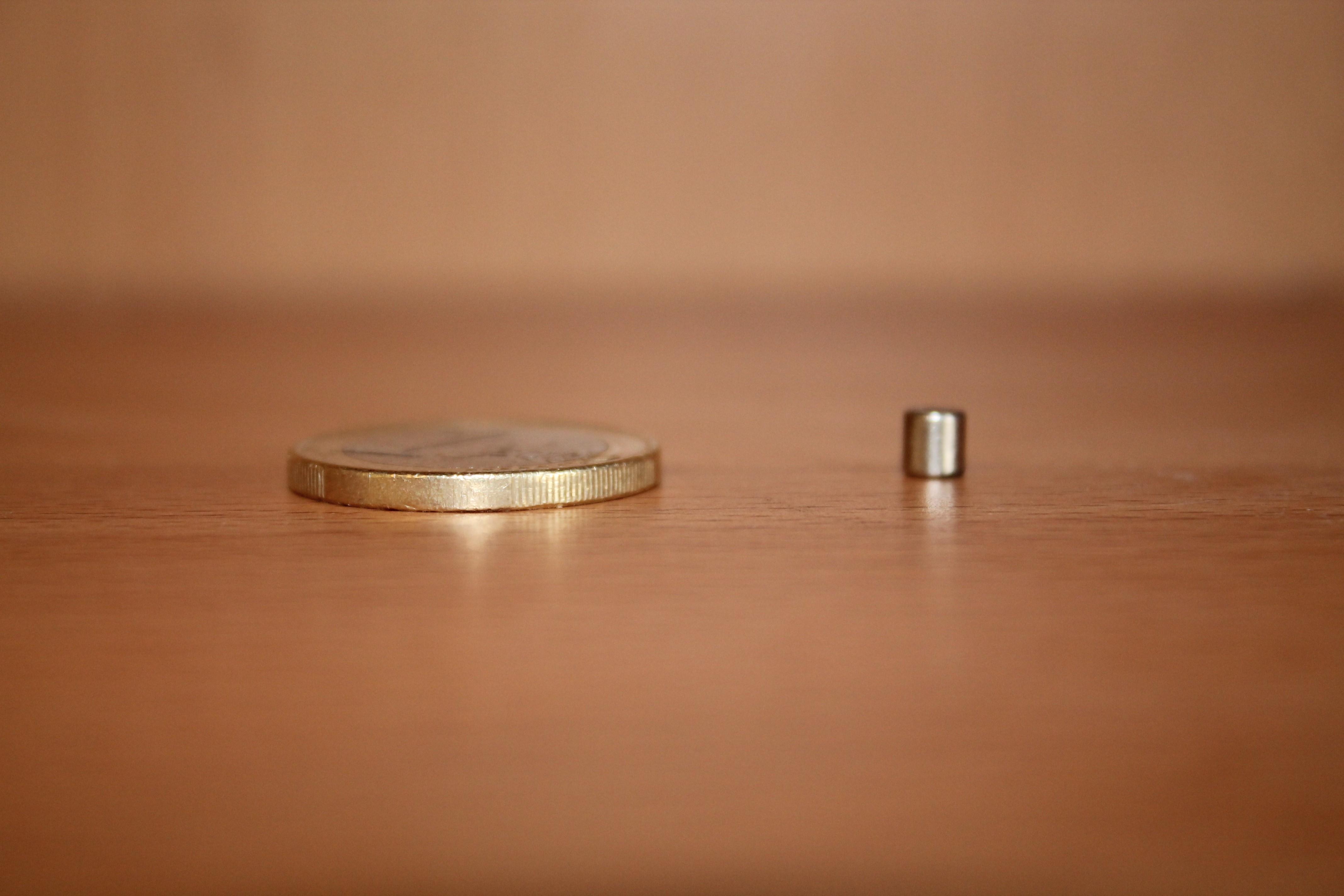 מגנט ניאודימיום דיסק - קוטר 4 מ''מ, גובה 4 מ''מ (ND-600)