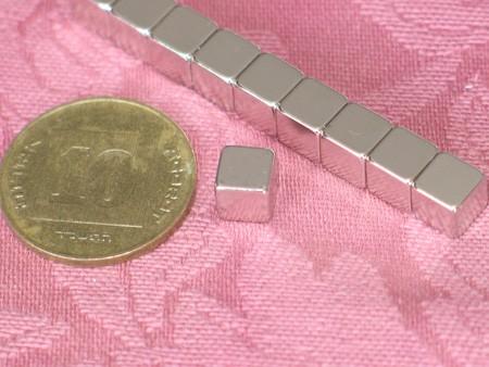 מגנט ניאודימיום בלוק - אורך 6 מ''מ, רוחב 6 מ''מ, גובה 6 מ''מ (NB-400)