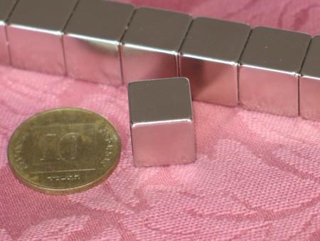 מגנט ניאודימיום בלוק - אורך 12 מ''מ, רוחב 12 מ''מ, גובה 12 מ''מ (NB-600)