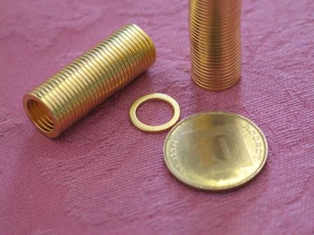 מגנט ניאודימיום טבעת - קוטר חיצוני 12 מ''מ, קוטר פנימי 9 מ''מ, גובה 1 מ''מ (NR-100)