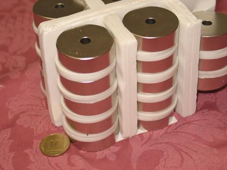 מגנט ניאודימיום טבעת - קוטר חיצוני 37 מ''מ, קוטר פנימי 7 מ''מ, גובה 12 מ''מ (NR-1800)