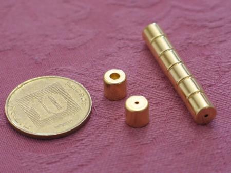 מגנט ניאודימיום טבעת קונוס - קוטר חיצוני 6 מ''מ, קוטר פנימי עליון 2.5 מ''מ, קוטר פנימי תחתון 1 מ''מ, גובה 6 מ''מ (NRC-200D)