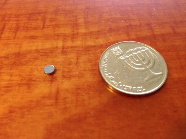 מגנט ניאודימיום דיסק - קוטר 3.5 מ''מ, גובה 1 מ''מ (ND-350) - חוזק N52