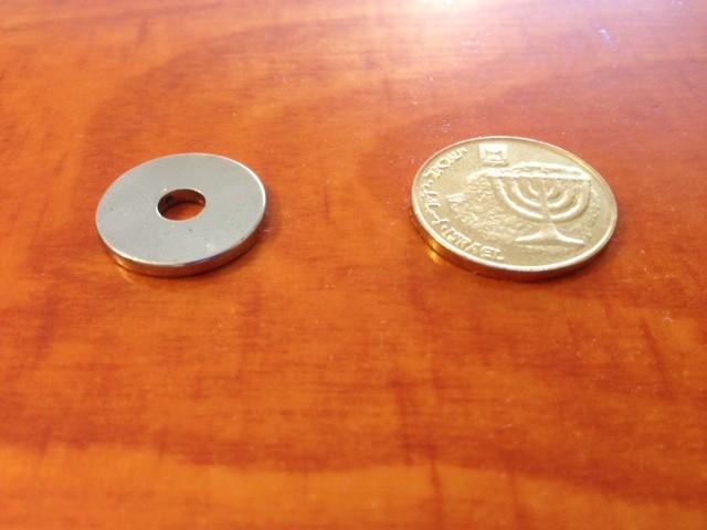 מגנט ניאודימיום טבעת - קוטר חיצוני 18 מ''מ, קוטר פנימי 5 מ''מ, גובה 2 מ''מ (NR-800)